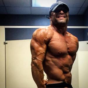 setting up your lines so that you look like a sculpture not flesh is a lost art. see how my delt/tri interface line is almost continuous with my oblique line?